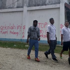 Palang SMA PGRI Jayapura Belum Juga Dibuka